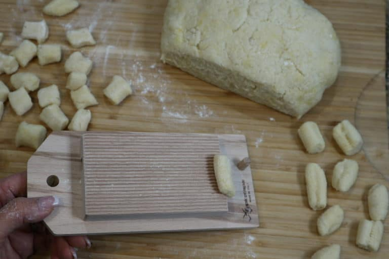 shaping the gnocchi