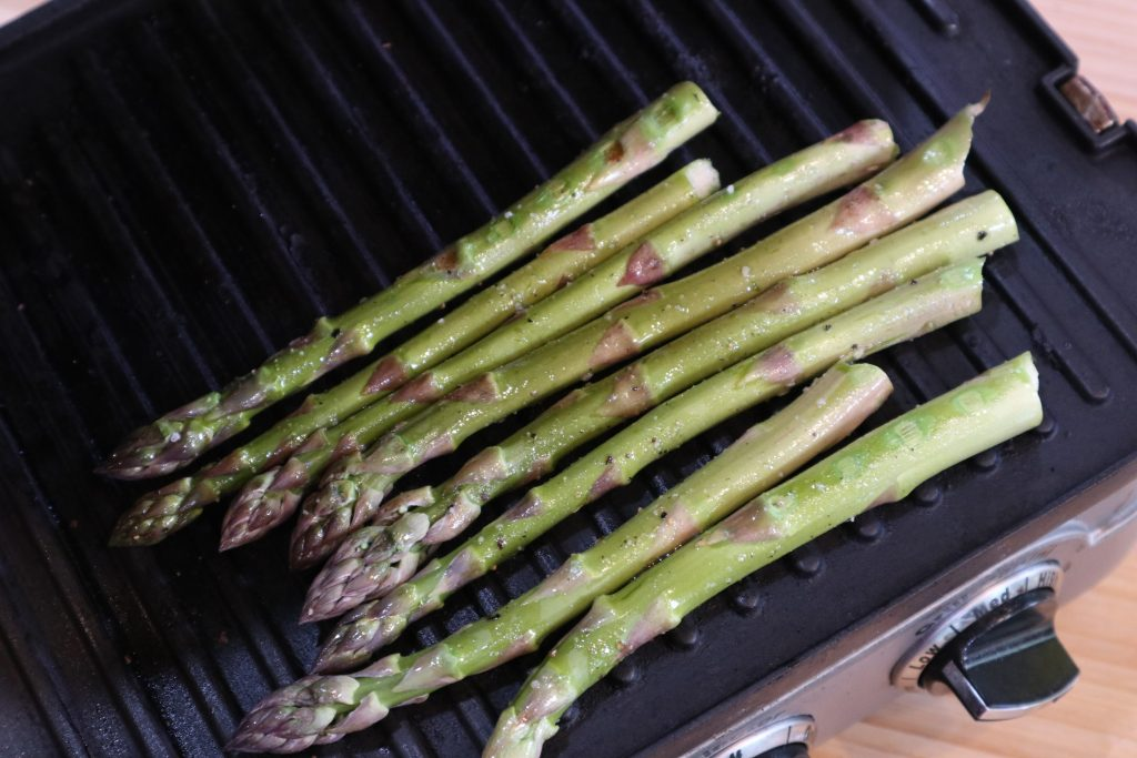 asparagus on an electric grill