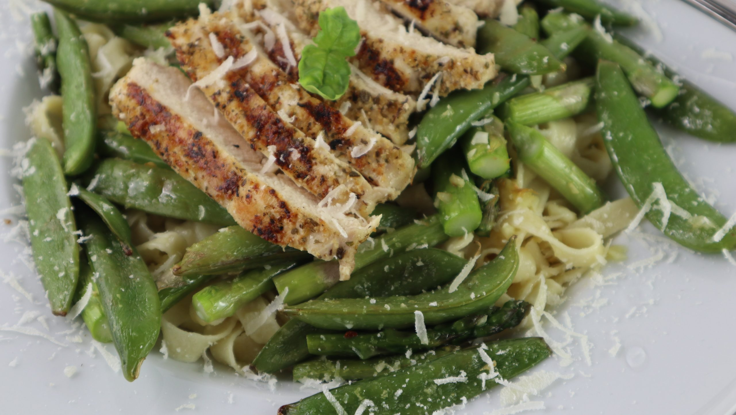 asparagus, sugar-pod peas, fettucini, and chicken