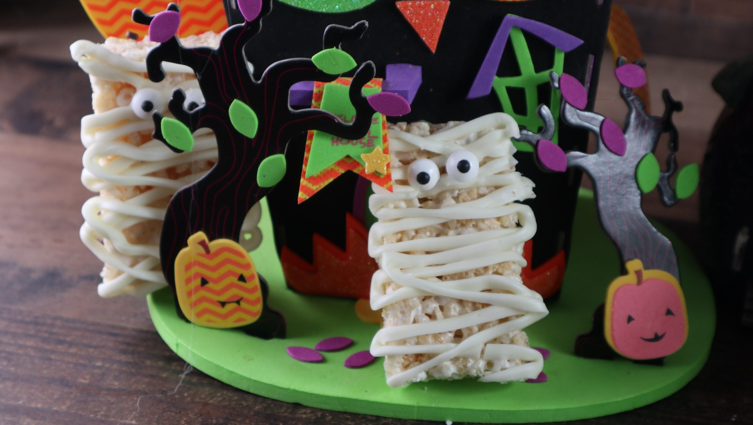 Krispy Mummy Treats for Halloween