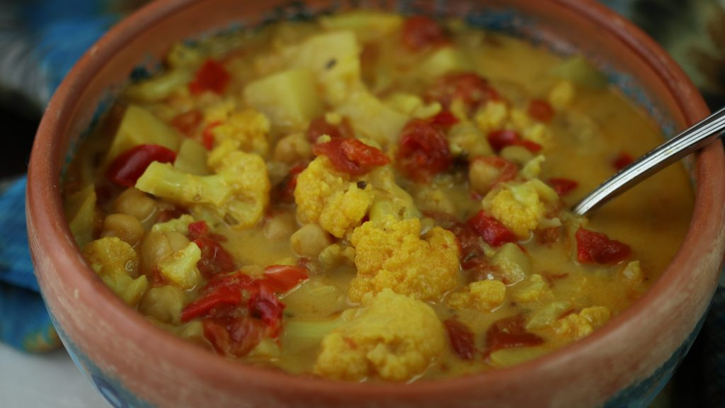 cauliflower chickpea curry