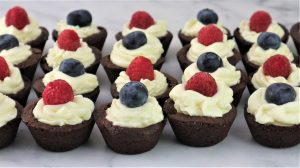 Berries and Cream Brownie Cups