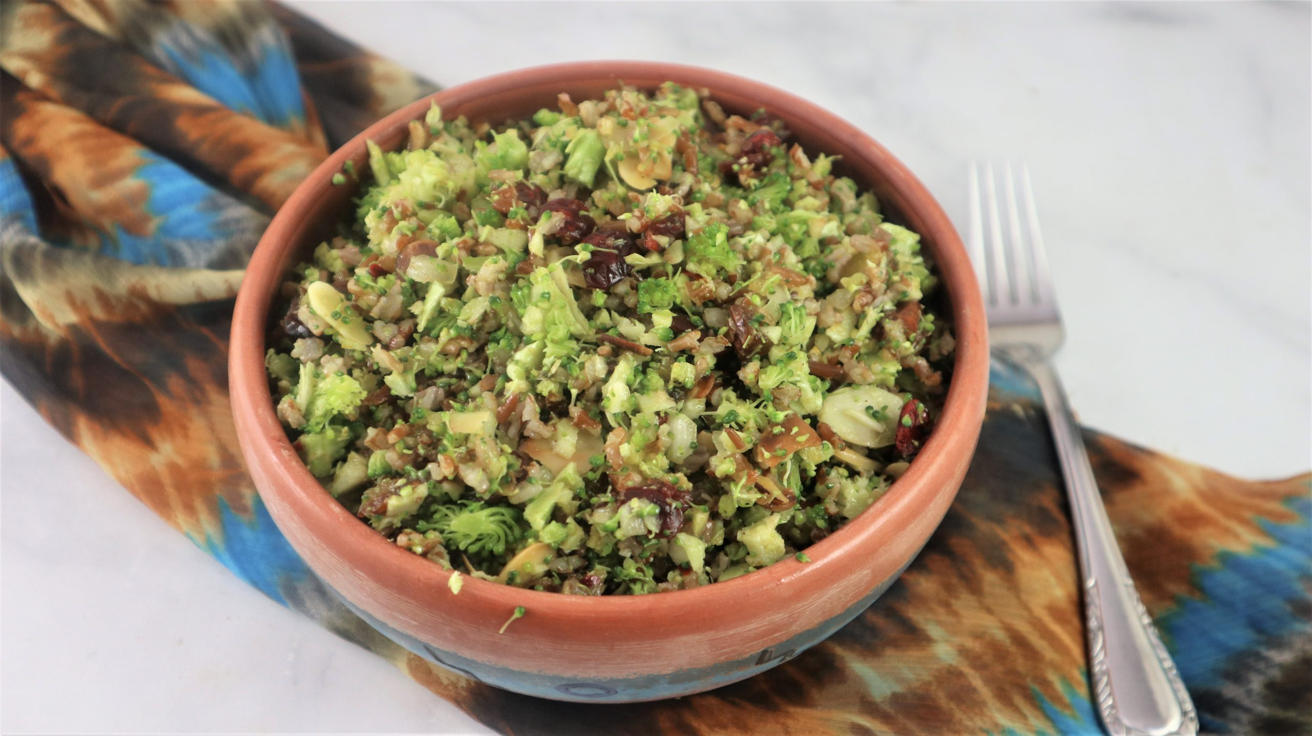 You are currently viewing Broccoli Salad – Vegan, Easy